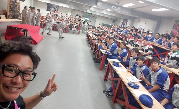 佐々木裕一と専門学生